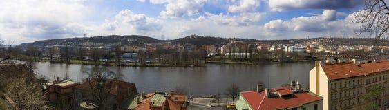 Panoramatic sikt på den Vltava floden Royaltyfri Foto