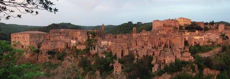 Panoramatic sikt på Sorano, Italien Royaltyfria Foton