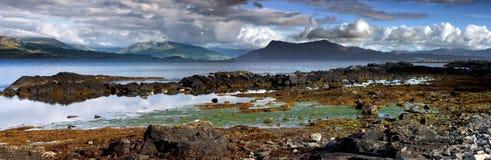 Panoramatic a tiré du bord de la mer de l'Ecosse Photos stock