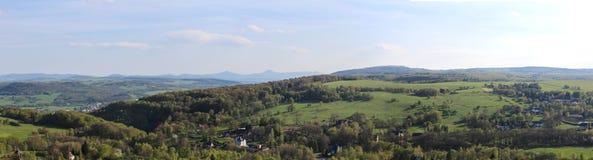 Panoramatic weiv从山到村庄Tisa 免版税库存图片