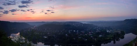 Panoramatic widok od natura punktu obserwacyjnego Vltava meander w sunris zdjęcie stock