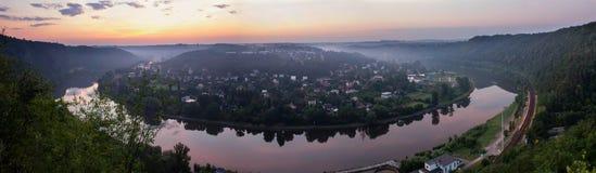 Panoramatic widok od natura punktu obserwacyjnego Vltava meander w sunris fotografia stock