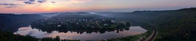 Panoramatic widok Vltava meander, podkowa w wschodzie słońca fotografia stock