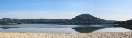 Panoramatic wiev向从主要海滩的Machas湖 捷克横向 库存照片