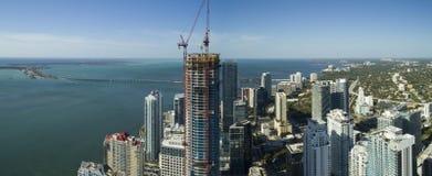 Panoramatorn Brickell under konstruktion Arkivbild