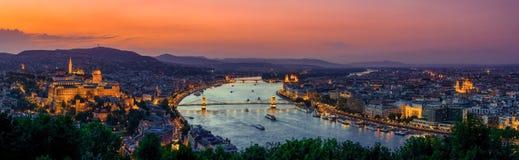 Panoramautsikt över budapesten på solnedgången Arkivbild