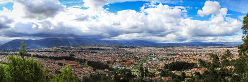 Panoramautsikt över Cuenca från Miradoren de Turi, Cuenca, Ecuador Fotografering för Bildbyråer