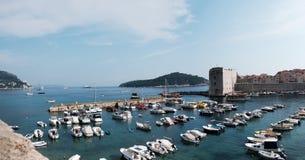 Panoramautsikt över den Dubrovnik hamnen royaltyfria foton