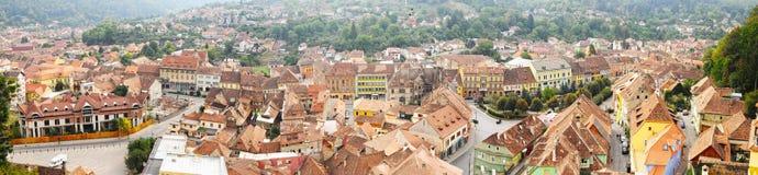 Panoramautsikt över den Sighisoara staden i Rumänien Arkivfoton