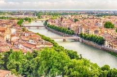 Panoramautsikt över den Verona och Adige floden, Italien Arkivfoton