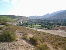 Panoramautsikt av Aderj, Sefrou, Marocko i en sommar fotografering för bildbyråer