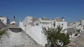 Panoramautsikt av Alberobello trullitak och terrasser, Apulia lager videofilmer