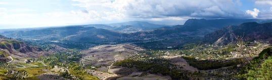 Panoramautsikt av Aspromonte berg i sydliga Italien arkivbild