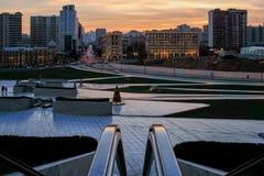 Panoramautsikt av Baku på solnedgången Royaltyfri Fotografi