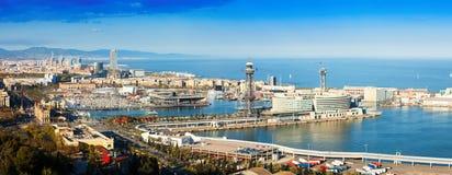 Panoramautsikt av Barcelona med port royaltyfria foton