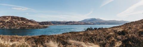 Panoramautsikt av berg över Kyle Rhea, ö av Skye, Skottland Fotografering för Bildbyråer