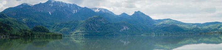 Panoramautsikt av berget i bavaria n?ra munich royaltyfri fotografi