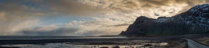 Panoramautsikt av Berufjord, på ostkust av Island Arkivfoton