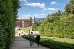 Panoramautsikt av Boboli tr?dg?rdar (Giardino di Boboli) royaltyfria foton