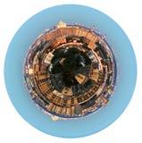 Panoramautsikt av bostadsområde i afton fotografering för bildbyråer