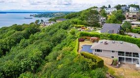 Panoramautsikt av bostadsområde och port i den Tacoma staden royaltyfri fotografi