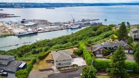 Panoramautsikt av bostadsområde och port i den Tacoma staden Royaltyfria Foton