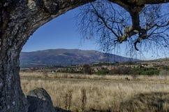 Panoramautsikt av byar Plana i berget Plana vid Vitosha Royaltyfria Bilder