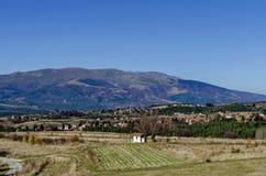 Panoramautsikt av byar Plana i berget Plana vid Vitosha Arkivbilder