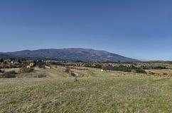 Panoramautsikt av byar Plana i berget Plana vid Vitosha Royaltyfri Fotografi