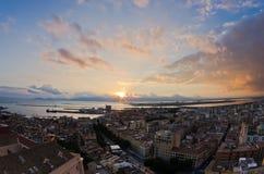 Panoramautsikt av Cagliari som är i stadens centrum på solnedgången i Sardinia Arkivbilder