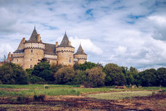 Panoramautsikt av Chateau de Suscinio, medeltida slott, en gamla fotografering för bildbyråer