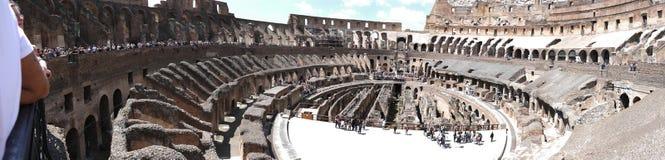 Panoramautsikt av Colosseumen i Rome Italien Arkivbilder