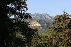 Panoramautsikt av de höga gröna bergen i Montenegro Royaltyfri Foto