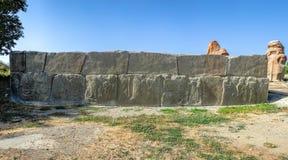 Panoramautsikt av de präglade terrakottaväggpanelerna som tillhör Hittite civilisation royaltyfri fotografi