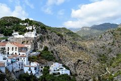Panoramautsikt av den östliga delen av Frigiliana - spansk vit by Andalusia Royaltyfri Foto