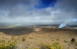 Panoramautsikt av den aktiva Kilauea vulkankrater arkivfoto