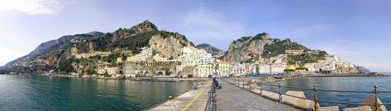 Panoramautsikt av den Amalfi staden, Italien Royaltyfri Bild