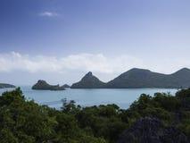 Panoramautsikt av den Angthong ön, tropiska Marine Park i Thail Arkivbild