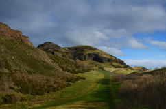Panoramautsikt av den Arthurs platsen i Edinburg Arkivfoton