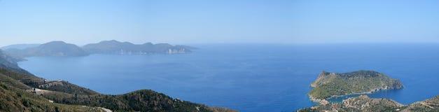 Panoramautsikt av den Assos halvön i Kefalonia Royaltyfri Bild