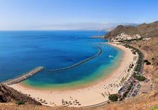Panoramautsikt av den berömda stranden Playa de las Teresitas Arkivfoto