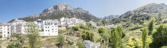 Panoramautsikt av den Cazorla byn, i toppiga bergskedjan de Cazorla, Jae Royaltyfria Foton