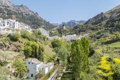 Panoramautsikt av den Cazorla byn, i toppiga bergskedjan de Cazorla, Jae Arkivfoto