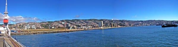 Panoramautsikt av den chilenska stranden och port royaltyfria bilder