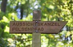 Panoramautsikt av den Felsenweg slingan i trieren Rhineland Palatin arkivfoton