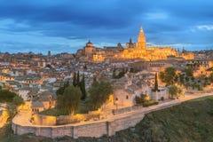 Panoramautsikt av den forntida staden och alcazaren på en kulle över Taguset River, Castilla la Mancha, Toledo, Spanien Royaltyfri Fotografi