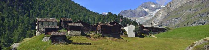 Panoramautsikt av den gamla byn från Zermatt Arkivbilder