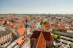 Panoramautsikt av den gamla stadarkitekturen av Munich, Bayern, Tyskland Royaltyfri Bild