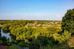 Panoramautsikt av den gamla staden av Borovsk, Ryssland arkivbild