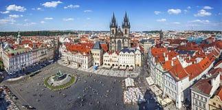 Panoramautsikt av den gamla staden i Prague Arkivbilder